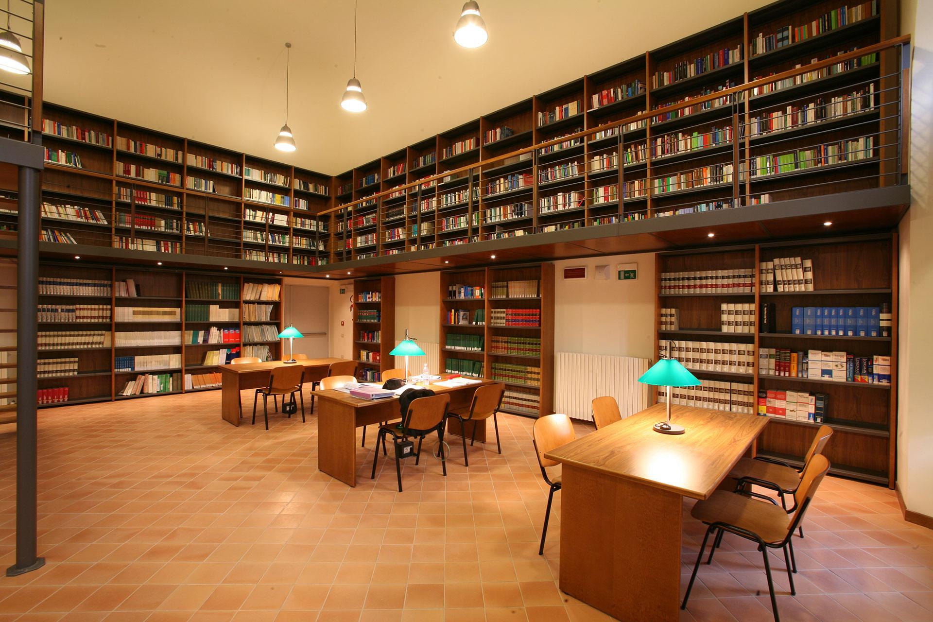 arredamenti per biblioteche
